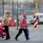 Мать переводила ребенка через дорогу в неустановленном месте